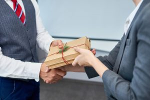 Corporate Gift Giving – Do's and Don'ts